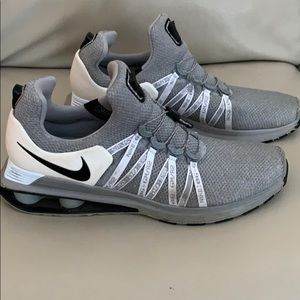 Nike Shox Gravity men's size 11, e-z laces grey
